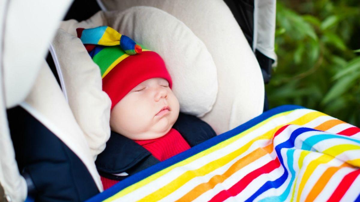 Warum Sie Ihr Baby NIEMALS außerhalb des Autos im Autositz schlafen lassen sollten