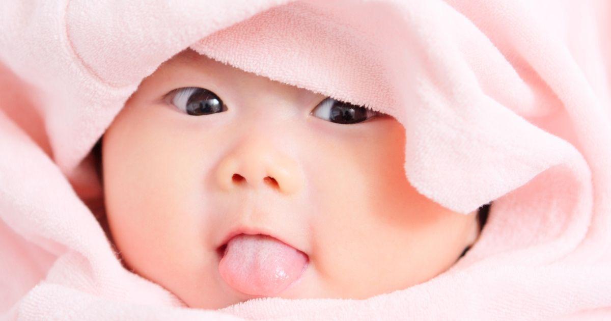 So erkennen Sie, ob das Baby an der Zunge gebunden ist: Anzeichen, Nebenwirkungen und Behandlungen