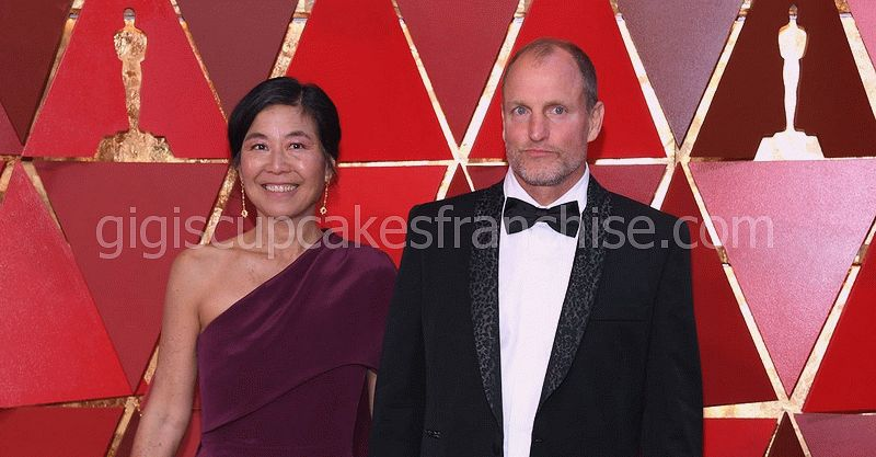 la veritat incontestable de la dona de Woody Harrelson - Laura Louie