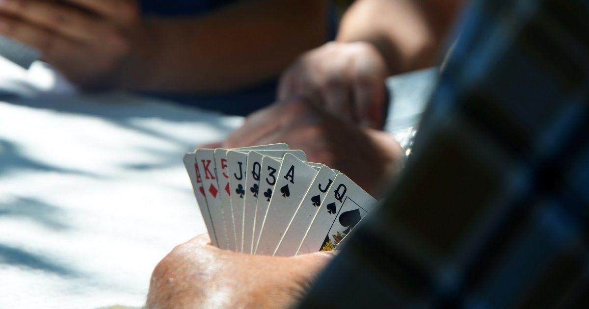 Hogyan kell játszani a háborús kártyajátékot - Végső útmutató a szabályokhoz és tippekhez