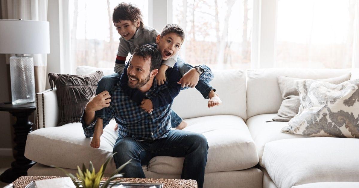 Wie man mit Kindern spielt, um die Entwicklung zu fördern, laut Experten
