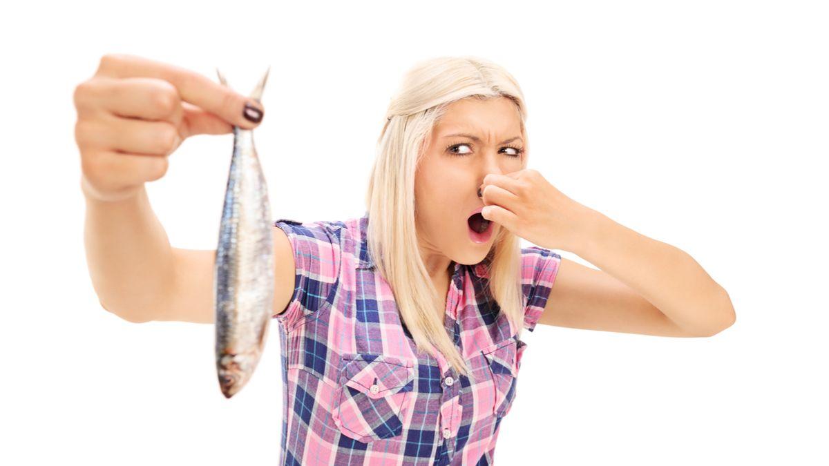 Se il tuo cavallo puzza di pesce, dovresti andare dal dottore (potrebbe essere un'infezione comune)