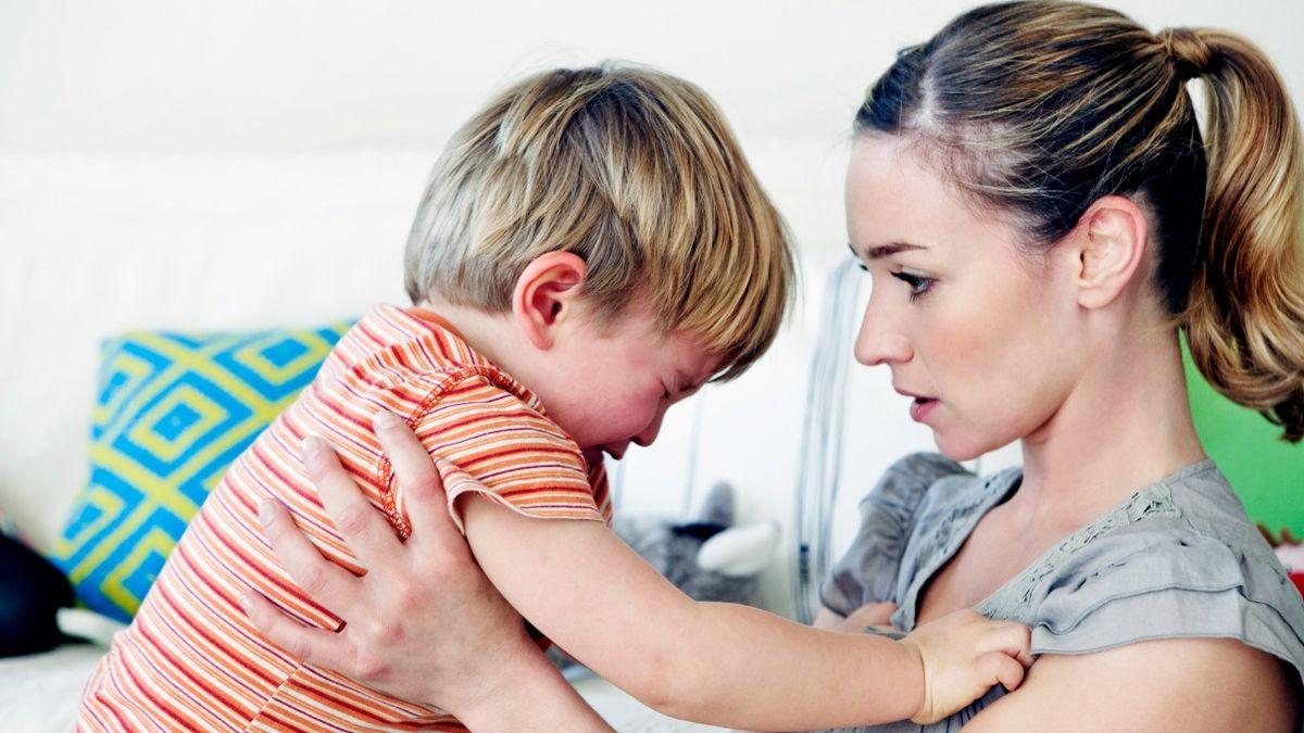 Disciplinare mio figlio altamente sensibile è impegnativo, ma questo ha aiutato