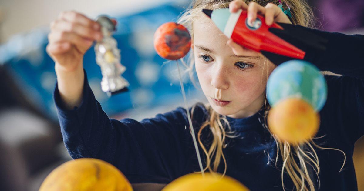 11 най-добри играчки за слънчева система за деца, според мама 2021