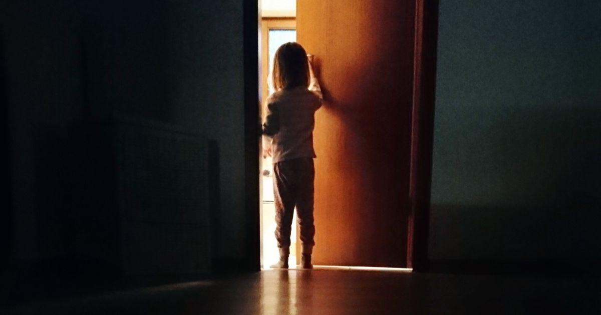 Qué causa el sonambulismo en los niños: síntomas y tratamiento