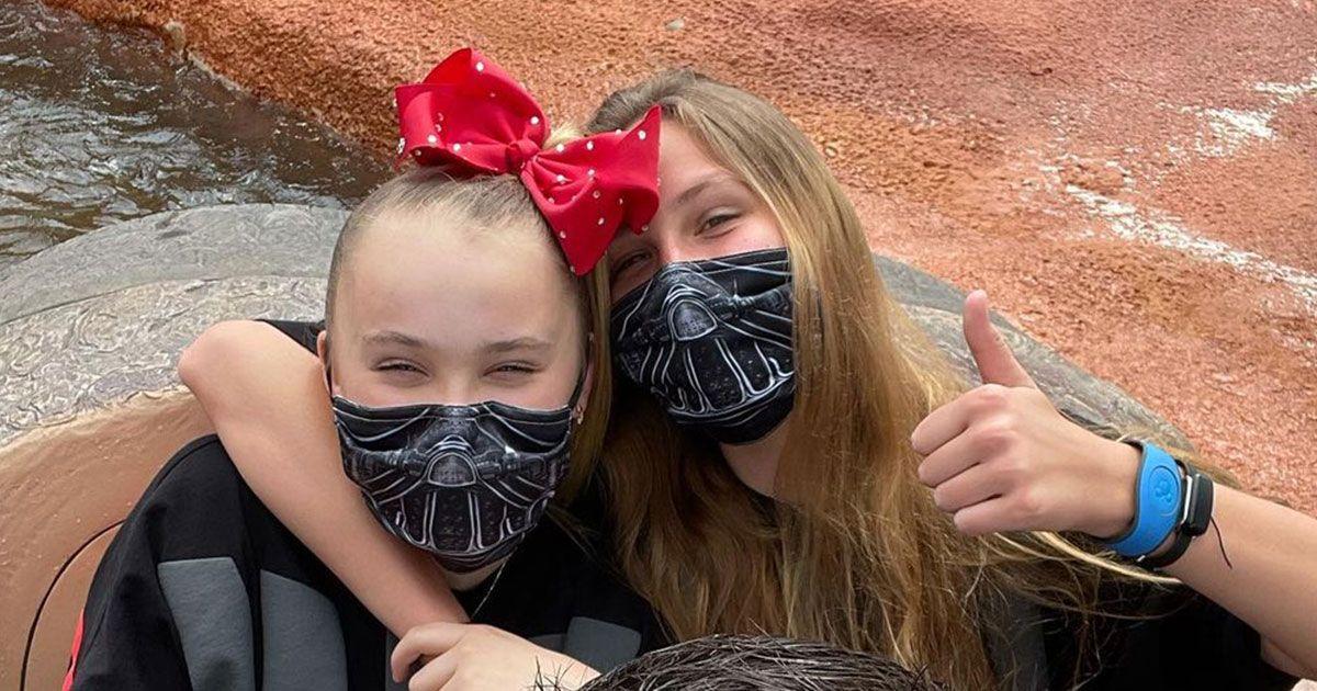 JoJo Siwa teilt süße Bilder mit Freundin Kylie im Disneyland